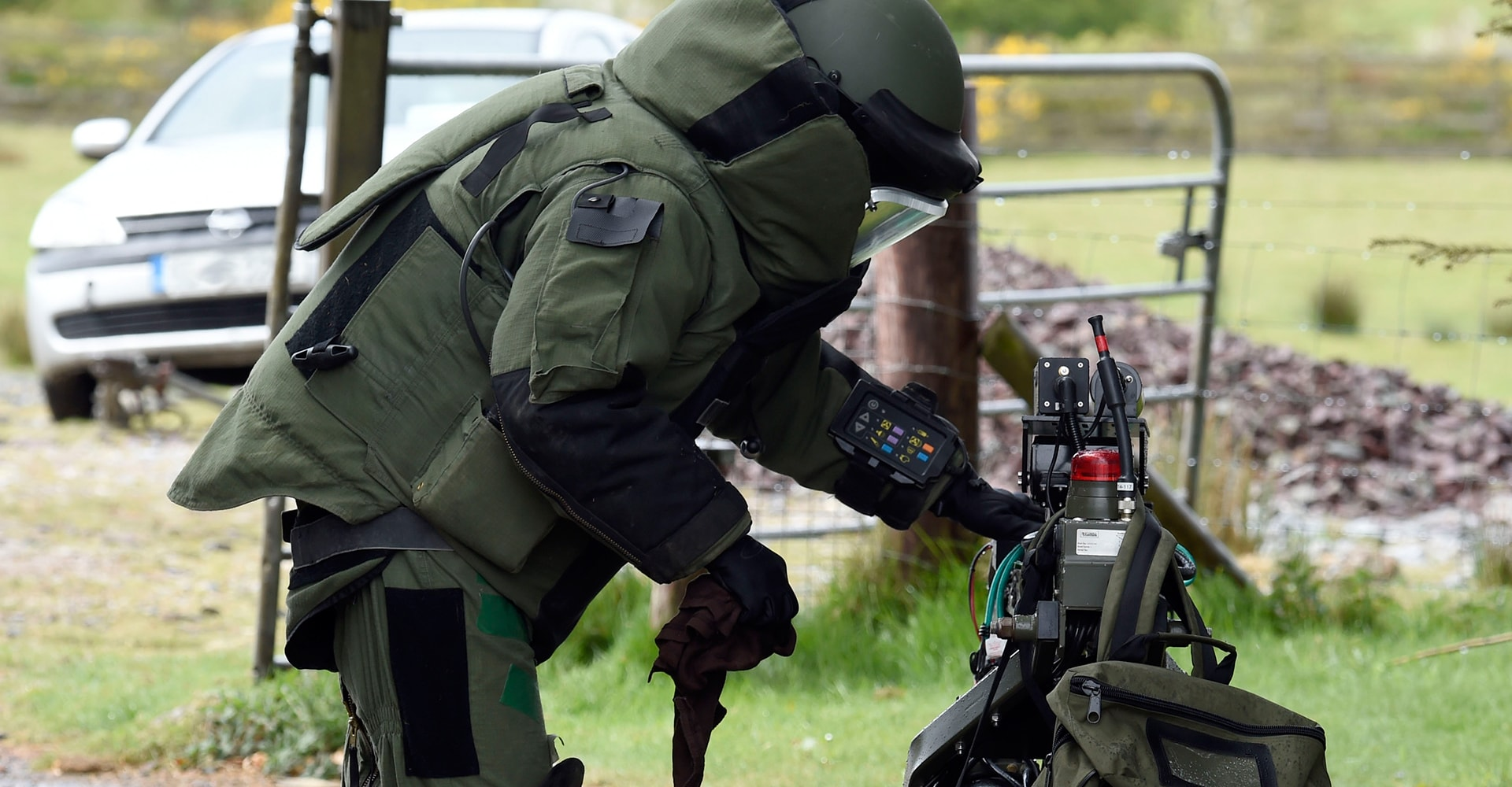 Army Bomb Disposal Team Make Safe a Device - Defence Forces